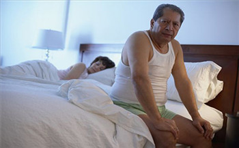 老年人患有失眠会出现哪些症状